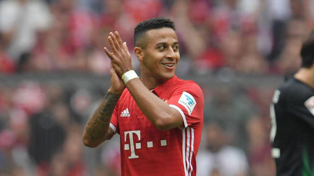Thiago Alcântara e Martinez voltam aos treinamentos no Bayern de Munique