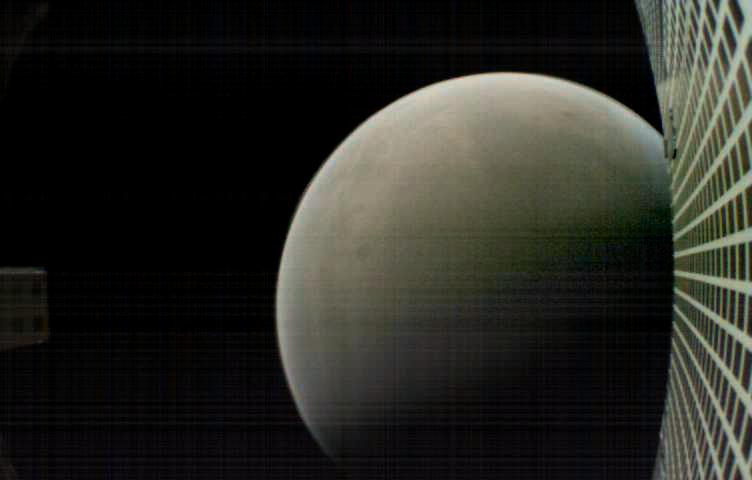 The World's 1st Interplanetary Cubesats Go Silent Beyond Mars