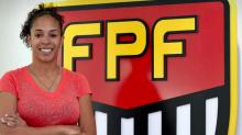 """""""As meninas têm que ver o futebol como uma profissão"""", diz Aline Pellegrino"""