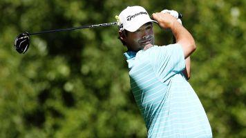 Golfer saves season with walk-off eagle dunk