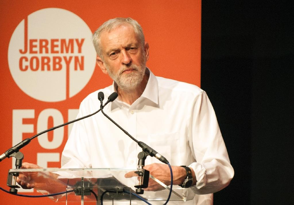 A Jeremy Corbyn victory in the Labour leadership race could split the party while providing David Cameron with opportunities but also headaches