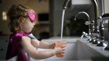 Descubren otra prueba de irresponsabilidad contra el cáncer: el agua de grifo