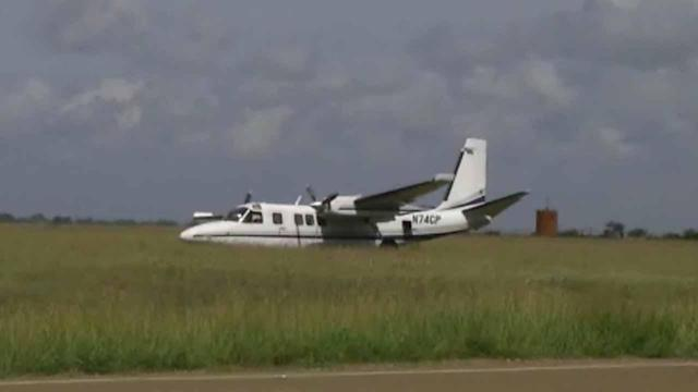 Small plane crashes in Victoria, injuring 3