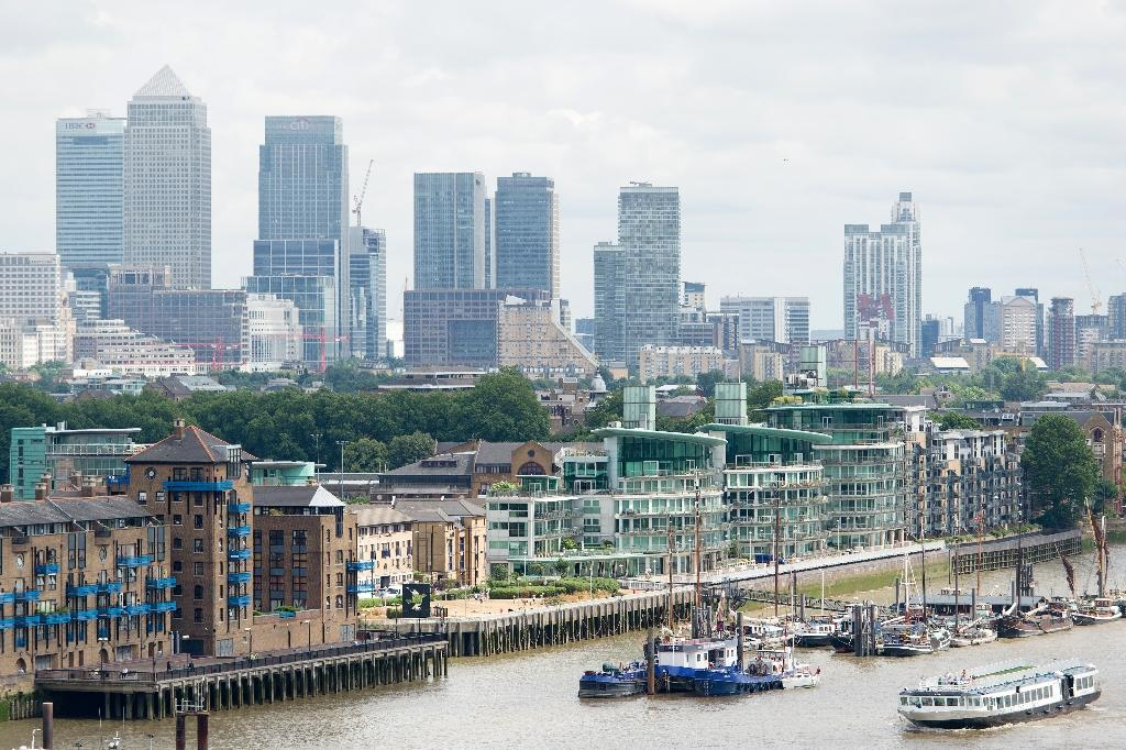 The House of Commons foreign affairs committee called for stronger action against Kremlin-connected individuals and urged Britain to use its role as a financial centre to encourage global action to tighten loopholes in the existing sanctions regime