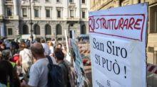 """Milano, sit-in contro l'abbattimento dello stadio: """"Va ristrutturato il Meazza"""""""