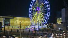 Un couple oublié dans la grande roue le soir de la victoire des Bleus