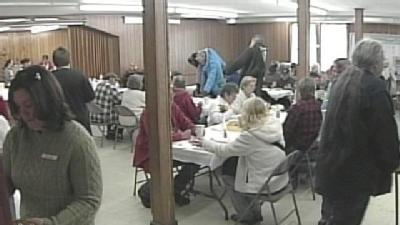 Volunteers Provide Thanksgiving Meals For OOB Community