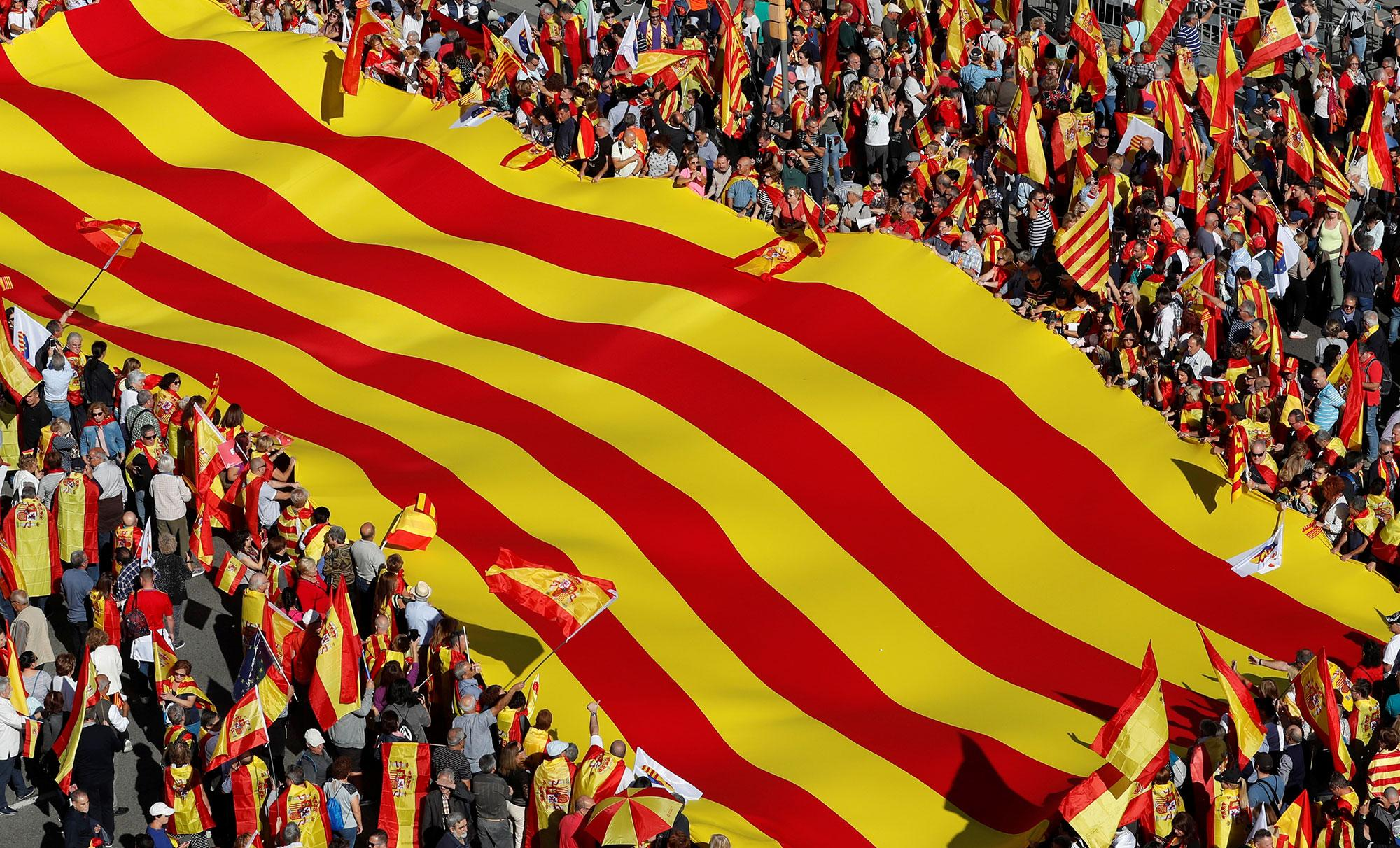 <p>Pro-unity supporters take part in a demonstration in central Barcelona, Spain, Oct. 29, 2017. (Photo: Yves Herman/Reuters) </p>