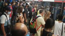FOTOS | El Metro de Madrid, abarrotado de gente en plena pandemia