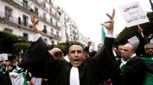 Hundreds of Algerian lawyers protest against Bouteflika