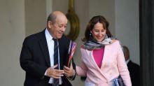 Remaniement: quand Le Drian envoyait un SMS à Royal destiné à Macron