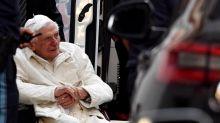 El papa emérito Benedicto XVI está gravemente enfermo, según su biógrafo
