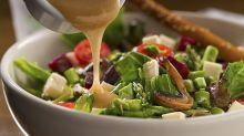 Schnell, gesund und lecker: Dieses Salatdressing braucht nur zwei Zutaten
