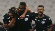 Drogba parabeniza Salomon Kalou por seu primeiro gol pelo Botafogo