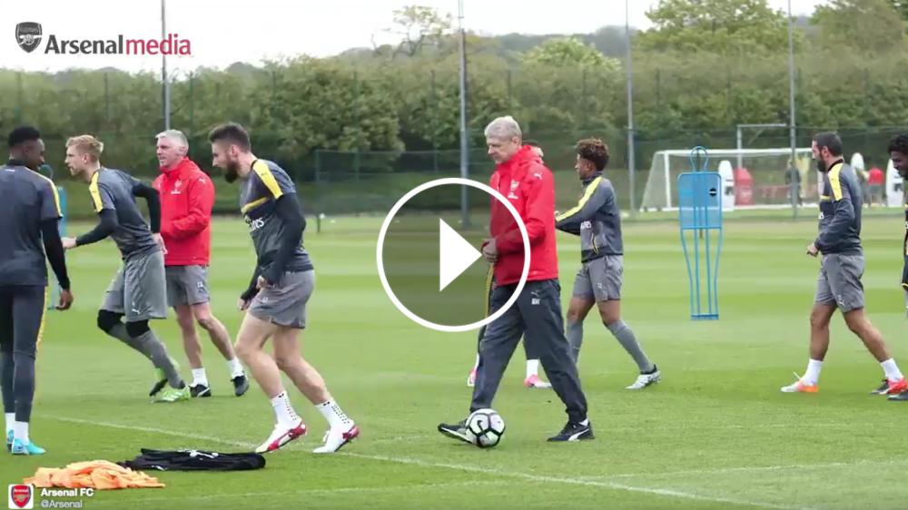 VÍDEO: Giroud falla el caño a Wenger