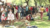 S.Africans wait for hours for bus ride to Mandela's casket