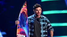 Zac Efron Gives Up His Dreads, Debuts New Hairstyle at the Teen Choice Awards