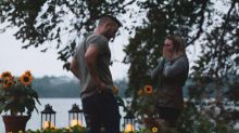 Getarnt als Busch war diese Frau bei der Verlobung ihrer Schwester dabei