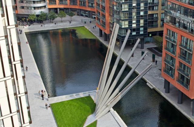 The Big Picture: a London footbridge that fans open for boats