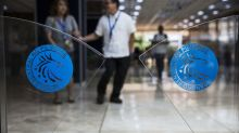 Philippine Policy Maker Defends Rate Action as Peso Slumps