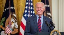 Biden promete dar prioridad a la reforma migratoria en una reunión con líderes latinos