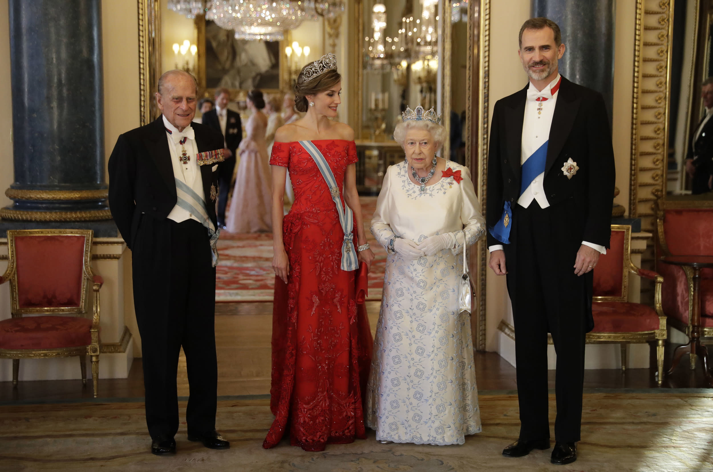 Queen Elizabeth II, her husband Prince Philip, Spain's King Felipe and his wife, Queen Letizia, pose for a group photograph before a State Banquet at Buckingham Palace in London, Wednesday, July 12, 2017. The king and queen of Spain are on a three day State Visit to Britain. (AP Photo/Matt Dunham, Pool)