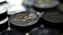El euro baja a 1,1221 dólares