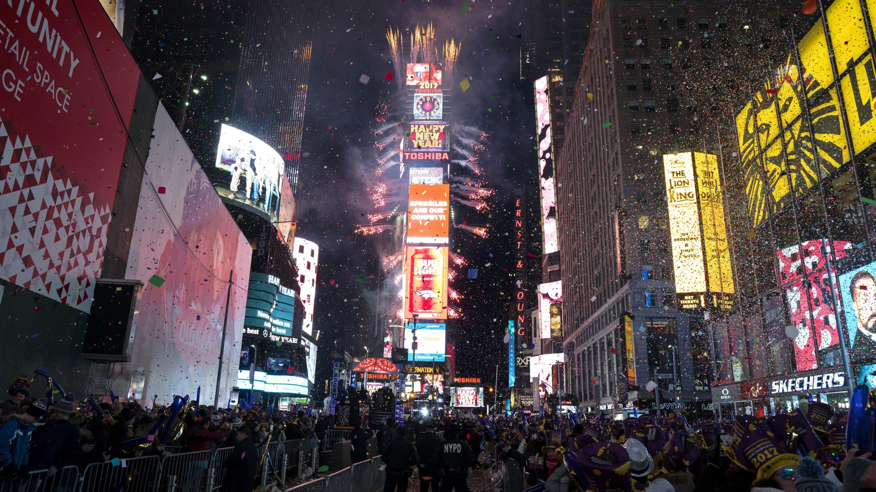 How to Stream Times Square New Year's Eve 2018 Celebration ...
