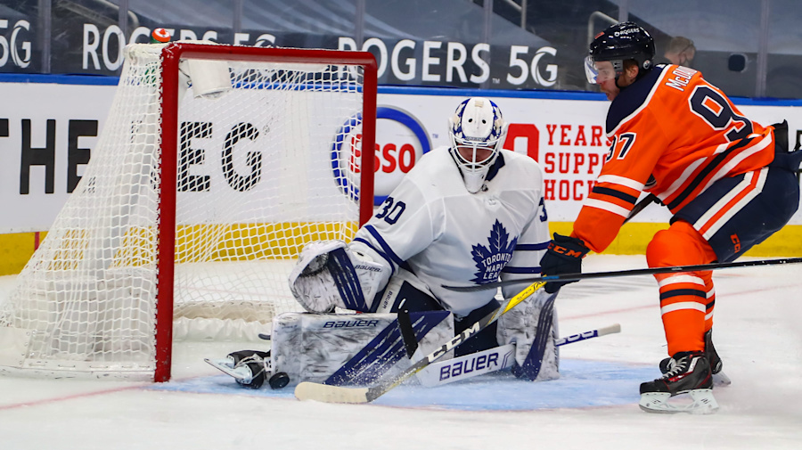 Hutchinson earns goose egg as Leafs blank Oilers