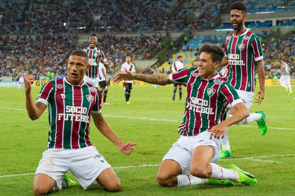 Richarlison (E), jogador do Fluminense, comemora seu gol durante partida contra o Vasco, válida pela semifinal do Campeonato Carioca 2017. (Gazeta Press)