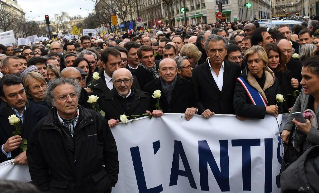 Several thousand people took part in a silent march in Paris in memory of an 85-year-old Jewish woman, killed in a grisly attack believed to be anti-Semitic (AFP Photo/ALAIN JOCARD)