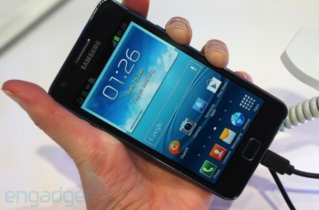 Samsung Galaxy S II Plus makes a random appearance at CeBIT 2013, we go hands-on