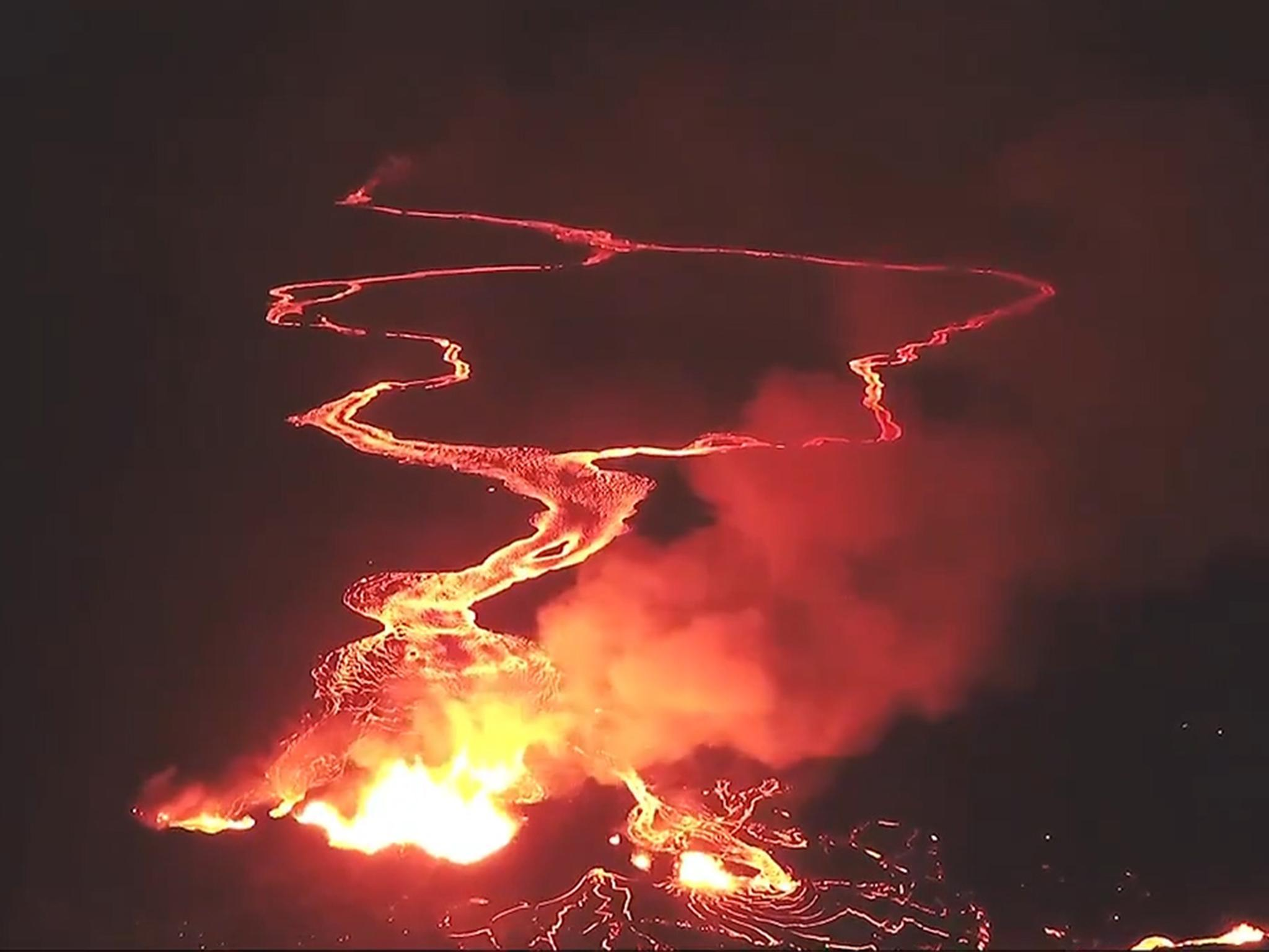Hawaii volcano: Aerial footage shows rivers of lava flowing to the ocean
