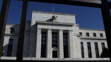 DATOS-Fed cambia de estrategia, apunta a inflación promedio 2% y enfocarse en empleo