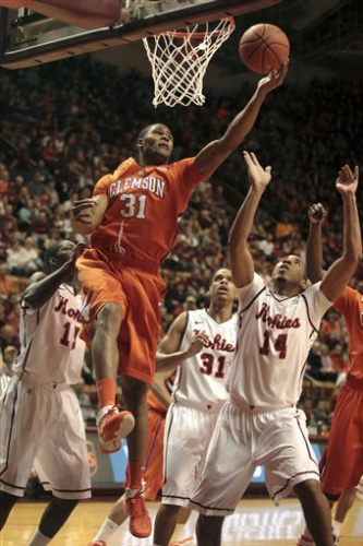 Virginia Tech holds on to beat Clemson 67-65