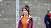 Selena Gomez presume sus delgadas piernas y estallan los comentarios