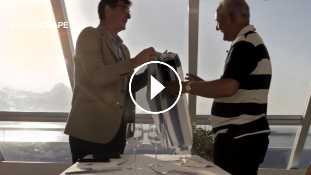 VIDEO: Emotivo encuentro entre Mario Kempes y el padre de Everton Kempes, de Chapecoense