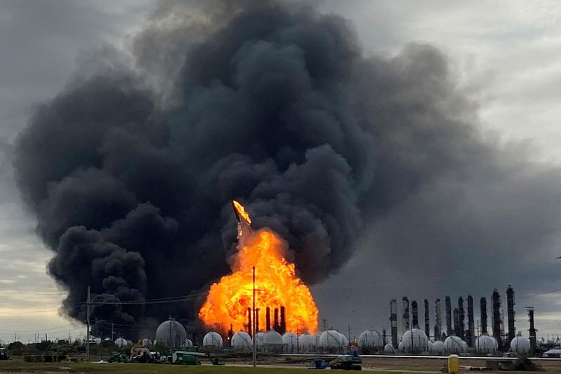 Texas chemical fire rages for second day, thousands evacuated