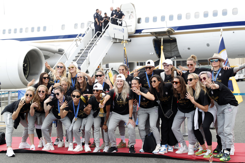womens football teams arrive - 1024×512