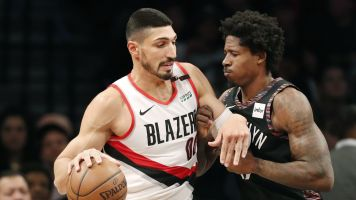 Kanter takes shot a Knicks after Blazers win