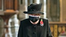 Queen wears face mask as she carries out first engagement in London since March