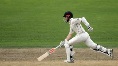 Williamson heroics leave South Africa 175 behind New Zealand