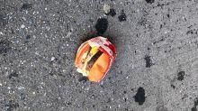Aparece misteriosamente una hamburguesa en perfecto estado en mitad de Nueva York. ¿Es una acción publicitaria?