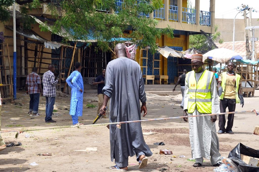 Security operatives search on March 7, 2015 for information at the main gate to the Monday Market where the blast occurred in Maiduguri, Nigeria (AFP Photo/Tunji Omirin)