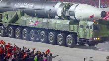 Kim Jong Un mostra i razzi costruiti nel suo paese e spaventa gli Stati Uniti