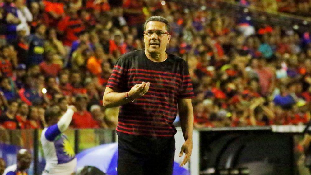 Após derrota na Sul-Americana, Luxemburgo é demitido do Sport