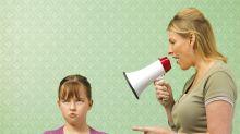 Los padres controladores causan daños a sus hijos de por vida, según un estudio