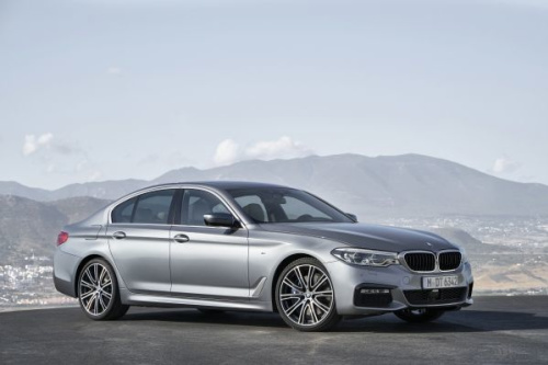 2017 BMW 5 Series front quarter right photo