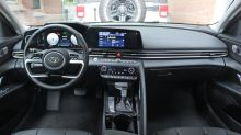 2021 Hyundai Elantra Interior Driveway Test | Five features we love; one we don't