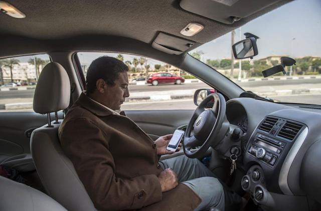Uber avoids ban in Egypt over taxi driver lawsuit